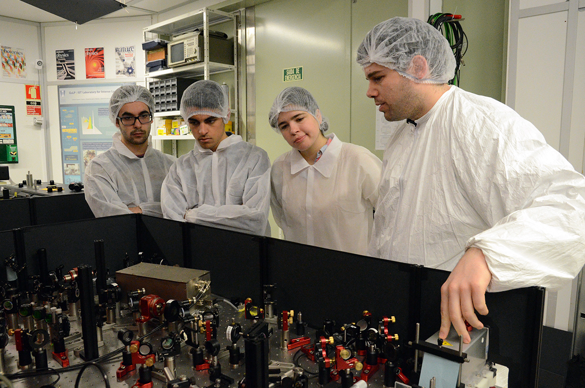 Students visiting L2I Laboratory